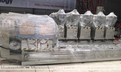 Hình ảnh nhập máy gia sản xuất cửa nhôm về kho 1