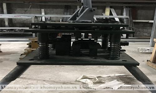Máy đột dập cửa nhôm đa năng 1