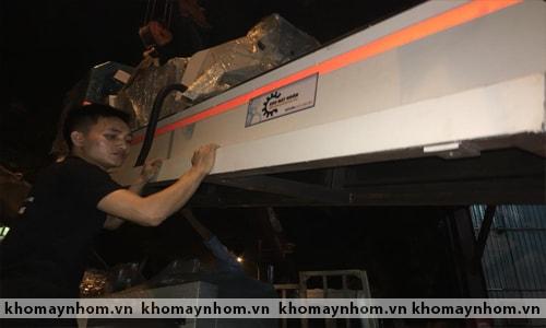 Chuyển máy sản xuất cửa nhôm đến Đà Lạt 1