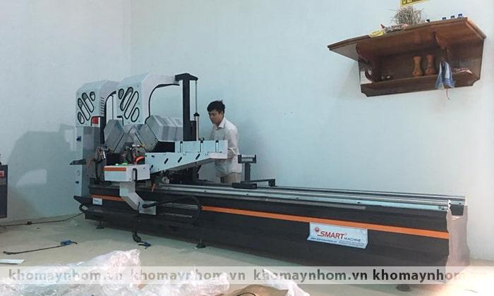 bàn giao máy sản xuất cửa tại hòa bình