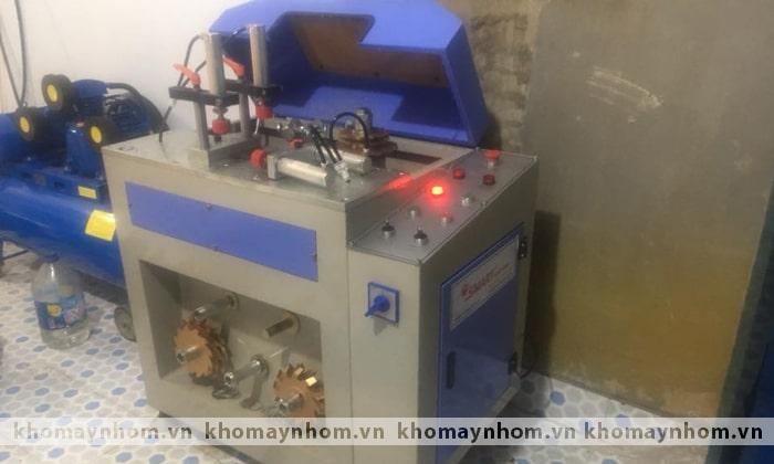 bàn giao máy sản xuất cửa nhôm phú thọ