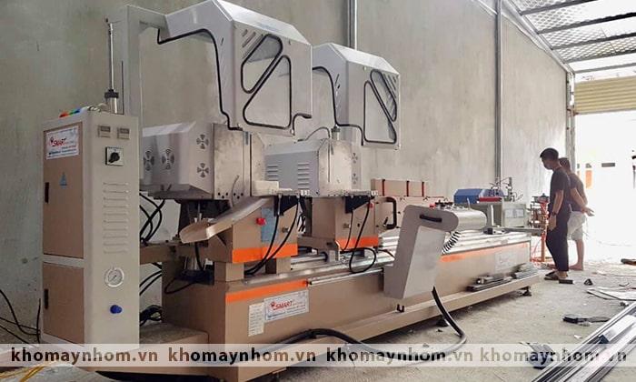 máy sản xuất cửa nhôm tháng 04 2021
